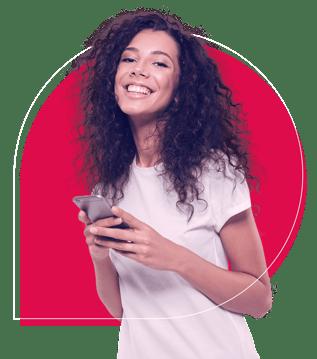 Imagem de uma mulher sorridente segurando um celular com o logo da Provi em vermelho ao fundo